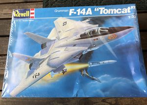 "Revell - F-14 ""Tomcat"" 1:32 scale model for Sale for sale  Kenmore, WA"