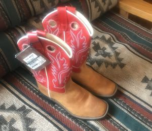 NEW girl boots size 6 for Sale in El Paso, TX