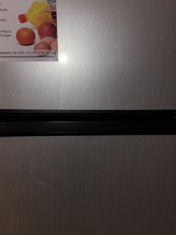 HAIER Mini Fridge 3.3 CU.FT. Fridge/freezer for Sale in Chicago,  IL