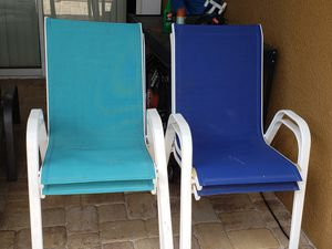 4 pool chairs for Sale in Plant City, FL