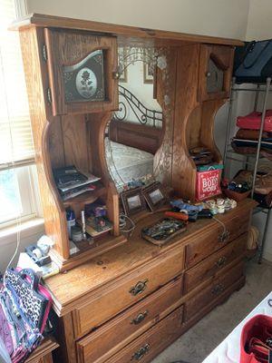 Hutch+Dresser 2 piece wood set for Sale in Chantilly, VA