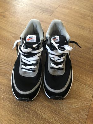 Men's size 10.5 Nike Sacai waffle shoes for Sale in Phoenix, AZ