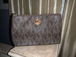 Michael Kors make up bag /purse clutch for Sale in Hemet, CA