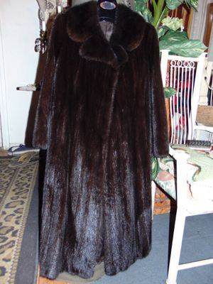 Like new real mink coat, small size for Sale in Las Vegas, NV