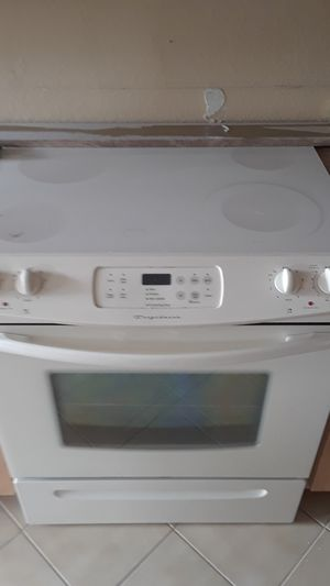 Washer dryer stove microwave for Sale in Royal Palm Beach, FL