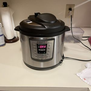 6 Qt Instant Pot for Sale in Seattle, WA