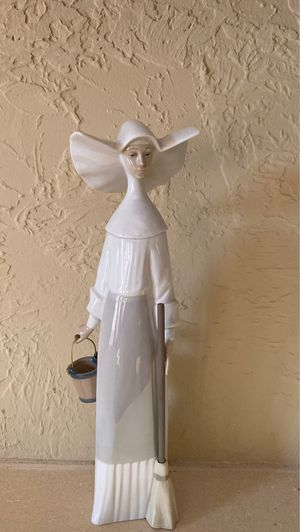 Lladro Nun figurine for Sale in Miami, FL