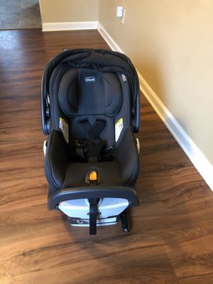 Chicco Fit 2 infant car seat for Sale in Phenix City, AL