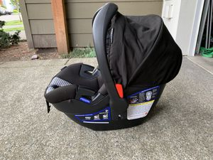 Britax B-Safe 35 infant car seat for Sale in Graham, WA