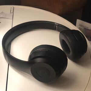 Beats Solo Wireless Headphones Matte Black for Sale in Whittier, CA