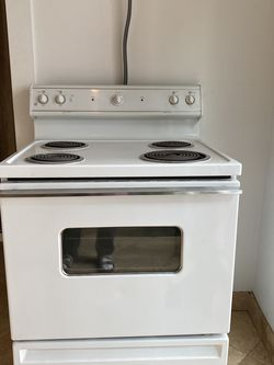 Electric Four Burner Stove Top Oven for Sale in Aptos,  CA