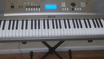 GRAND PIANO- KEYBOARD YAMAHA YPG 235. for Sale in Brooklyn,  NY