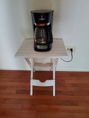 Black & Decker Coffee Maker & Table for Sale in Chicago, IL