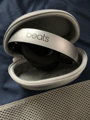Beats Solo 3 WIRELESS *NEW* Quick Silver* with case. for Sale in District Heights, MD