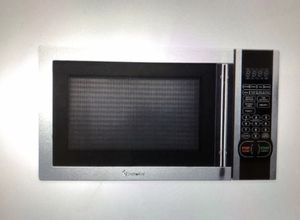 Magic Chef 1.1 Cu Ft countertop Microwave Oven in silver. Purchased two years ago but used it for only one year. for Sale in Chicago, IL