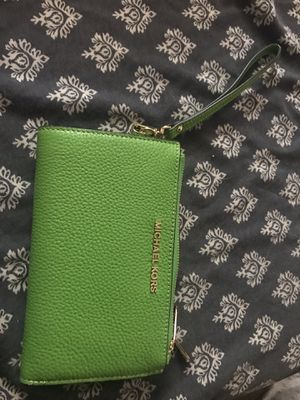 Authentic Michael Kors true leather Adele wristlet for Sale in Westerville, OH