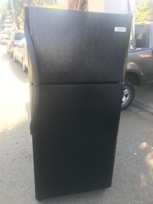 $260 black Frigidaire 18 cubic fridge includes delivering the San Fernando Valley a warranty and installation for Sale in Los Angeles, CA