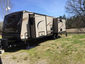Camper luxury lite trade for diesel truck and cash for Sale in Pomona, CA