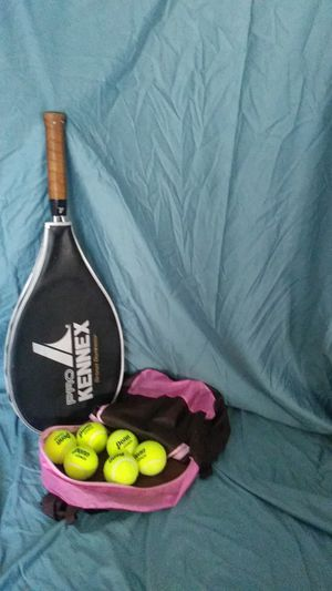 Pro Kennex tennis racket with 5 balls for Sale in San Antonio, TX