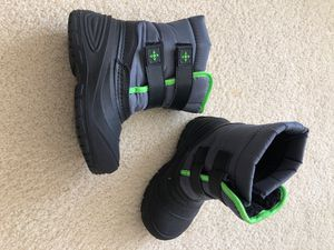 Kid Size 10 snow boots for Sale in Aventura, FL