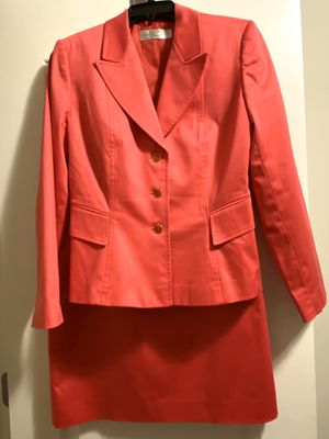 Ladies Hot Pink Tahiti size 6 Skirt Suite for Sale in Austell, GA