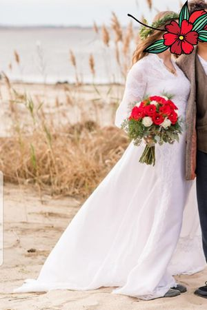 Wedding dress size 4ish for Sale in Norfolk, VA