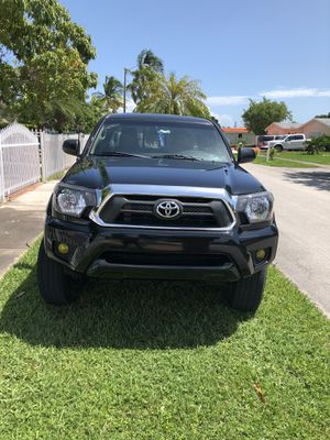 2012 Toyota Tacoma (pre Running) Rebuildable title for Sale in Cutler Bay, FL