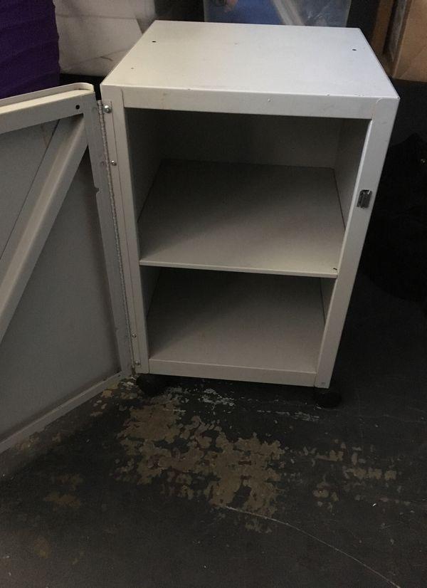 Small rolling retro toshiba Medicine cabinet $15