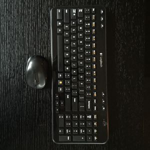 Logitech Bluetooth keyboard mouse combo (without usb) for Sale in Charlotte, NC
