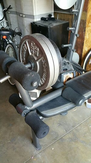 As gear weight be changed with Olympic bar and weights with 200 plus pounds for Sale in Long Beach, CA