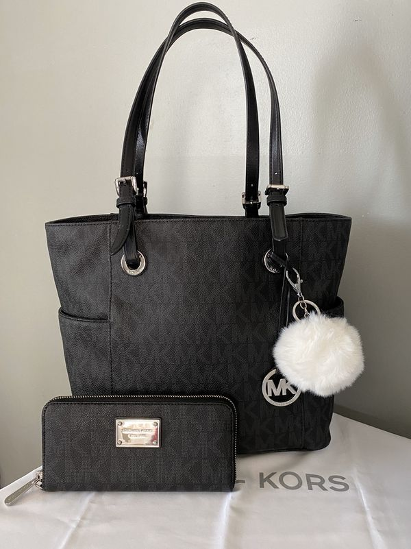 Michael Kors tote bag with matching wallet