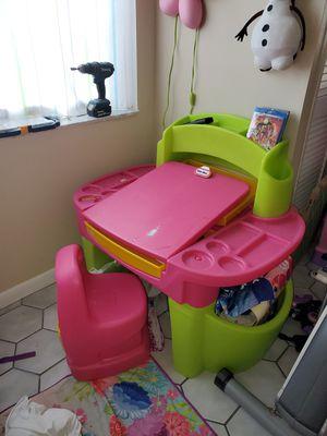 Kids desk for Sale in Fort Lauderdale, FL