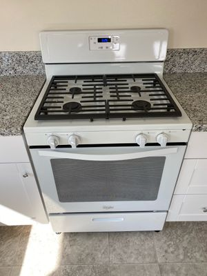 Whirlpool Stove and Dishwasher for Sale in Palmdale, CA