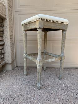 Bar stool (stain as seen on picture 2) for Sale in Gilbert,  AZ