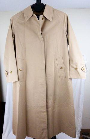 Ladies Burberrys Trench Coat missing belt for Sale in Spring Lake, NJ