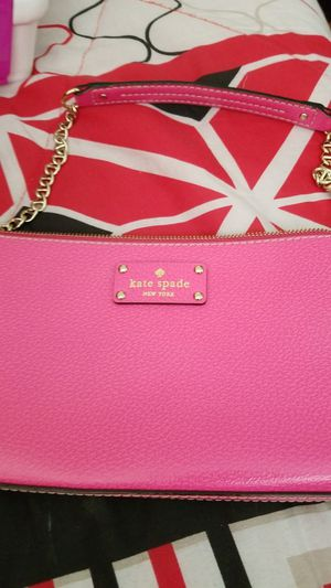 Kate spade shoulder bag can also be used as a clutch or crossbody with longer chain for Sale in Columbus, OH