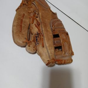 Registered 60-211500 Adustable Prime Leather The Pennant Series Baseball Glove Used for Sale in San Antonio, TX