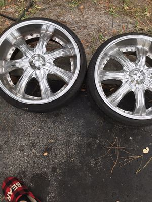 Rims and tires 22in chrome for Sale in Winter Garden, FL