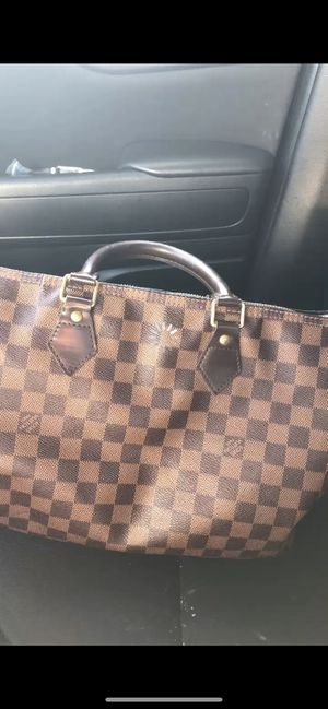 Louis Vuitton's hand bag for Sale in East Freetown, MA