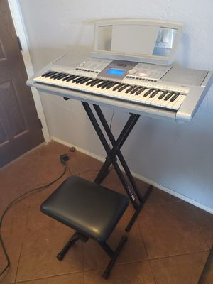 Yamaha PSR-293 keyboard (includes seat and stand) for Sale in Chandler, AZ