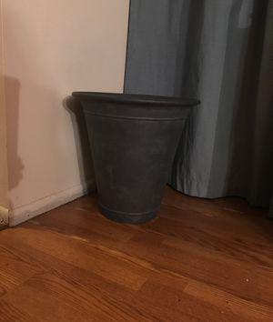 18 inch plant flower pot outdoor indoor. for Sale in South Hackensack, NJ