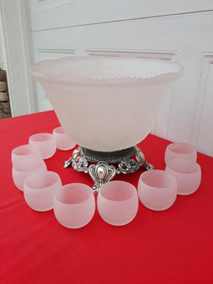 "RARE VINTAGE ""PRINCESS HOUSE"" FROSTED PUNCH BOWL SET (1967') (SEE LAST 2 PICS FOR REFERENCE) for Sale in Corona, CA"