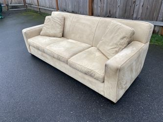 Crate and Barrel Couch (Delivery Available) for Sale in Lynnwood,  WA