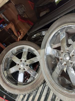U2 gm truck 4 rims 305 40 r 22 $500 not new used for Sale in San Antonio, TX