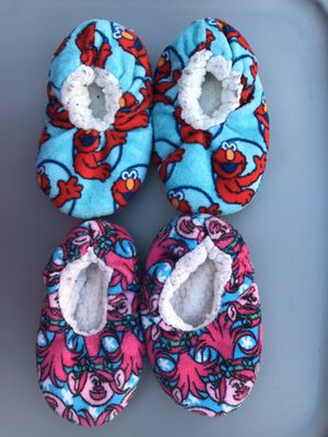 Toddlers Slippers SIZE 5 for Sale in Las Vegas, NV