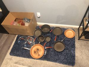 Rachel ray pan set with 2 copper pans and some Tupperware for Sale in Aurora, CO
