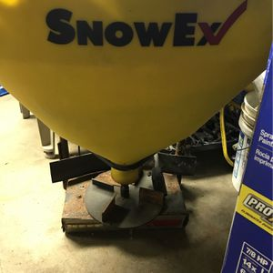 Snow ex trailer hitch salter $525 OBO??? for Sale in Waterford Township, MI