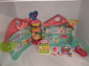 HASBRO LITTLEST PET SHOP BIGGEST LITTLEST PETSHOP PLAY HOUSE W/ KEY for Sale in Tacoma, WA