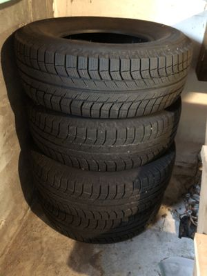 265/70R-16 MICHELIN Snow tires for Sale in Seattle, WA