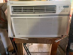 Ac air conditioner not broken !! Just the way it's sitting works great need to go smaller I loved too big for my windows for Sale in Oakland, CA